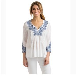Vineyards Vines | Embroidered blouse white blue S